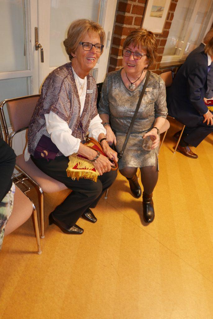 Sy Ingrid och Sy Britt-Marie med glada miner.