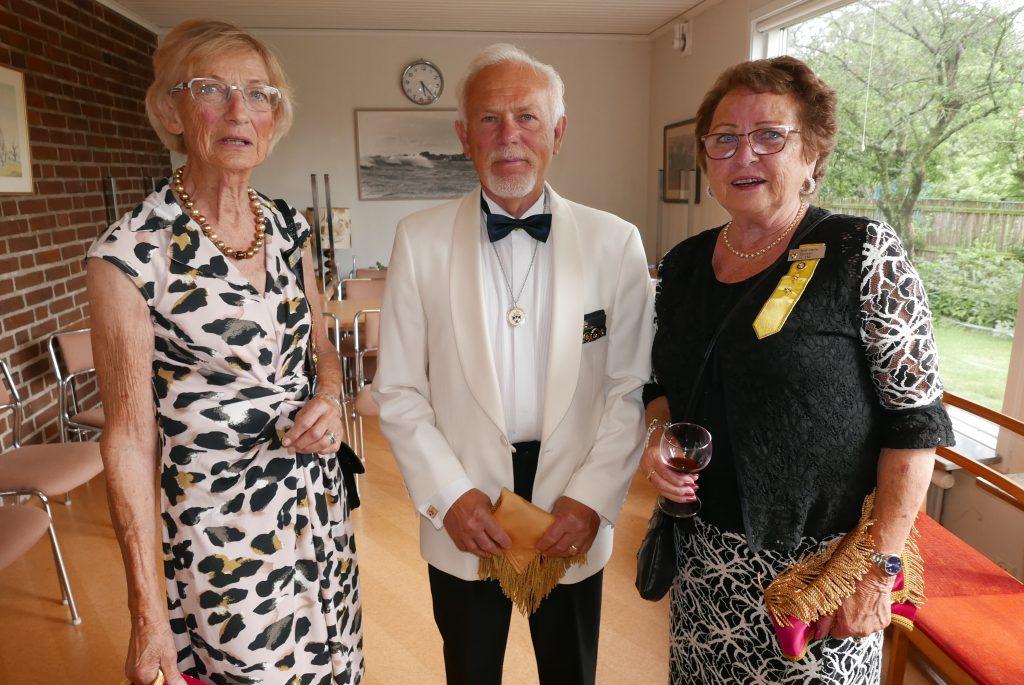 Br Gunnar flankerad av Sy Sonja och Sy Britt-Marie.