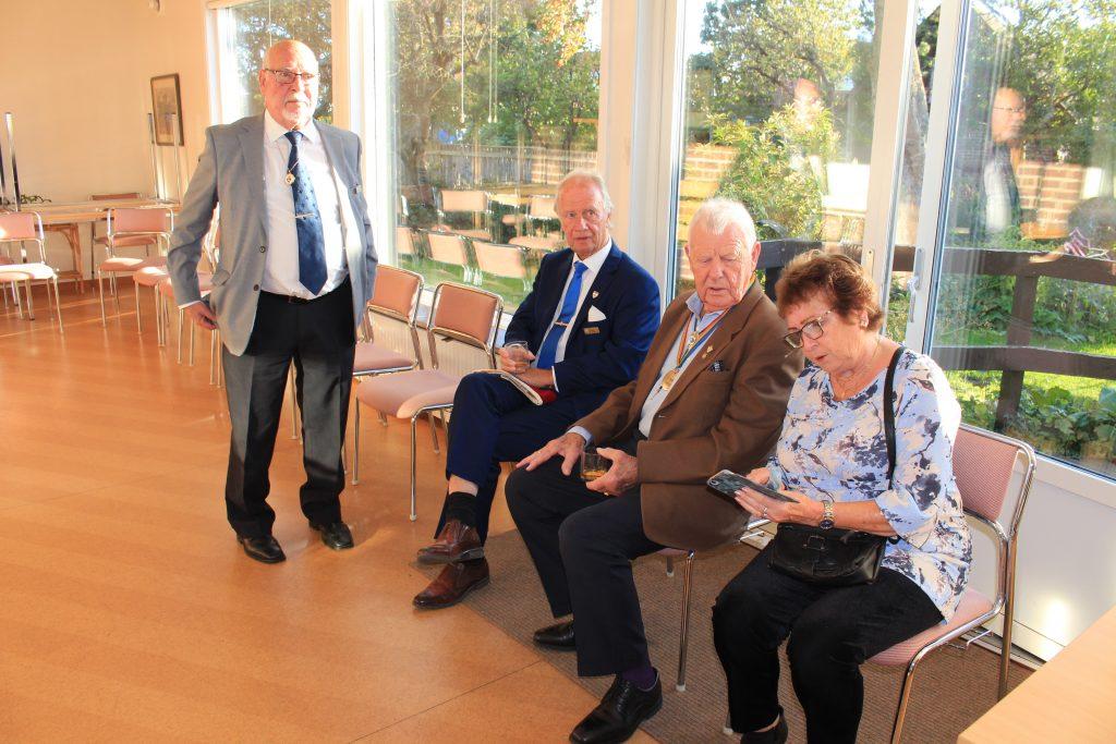 Br Jan, Br Rolf, Br Knut och Sy Britt-Marie i väntan på mötet.