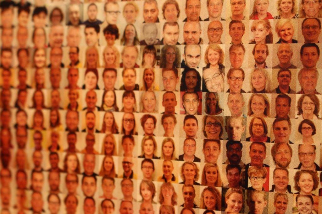 Ingvars foto är uppbyggt av småfoton av anställda!