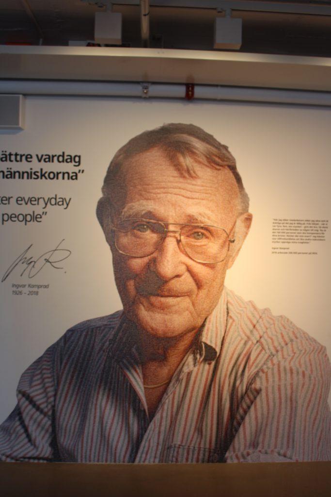 Ingvar Kamprad tog emot i entre-hallen.