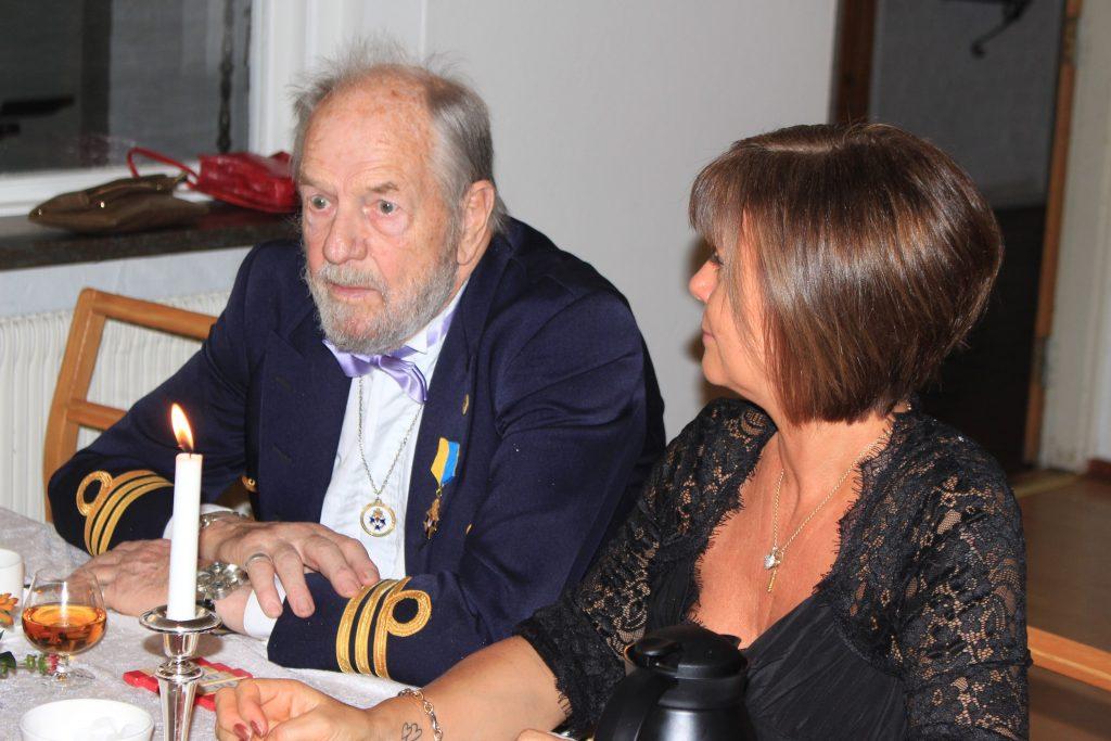 Br Arne och Sy Camilla i intressant samtal.