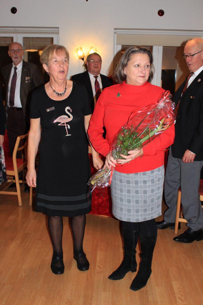 O Sy Inger och logen uppvaktar Sy Magdalini på sin bemärkelsedag.