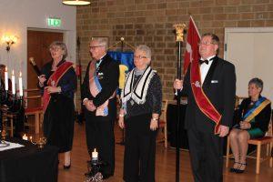 Br Leif och Sy Bodil erhåller 25-årsmärket.