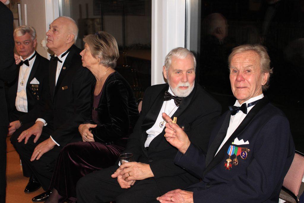 Gästande syskon från Nybyggarna samt Br Jan till höger.